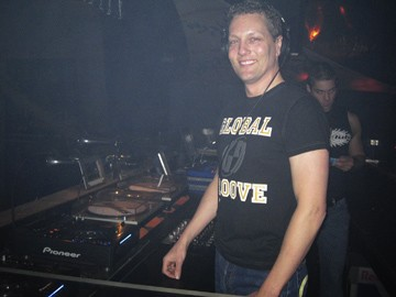 DJ Matthew Harvat (Circuit MOM)